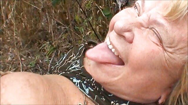 Amante cums sul viso flessibile ballerino dopo anale video porno vecchio con ragazza